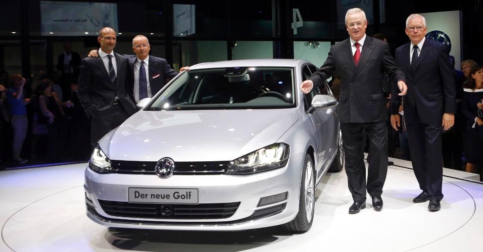 Novo Golf, com projetistas à esquerda e executivos à direita, terá preço inicial de 16975 euros (cerca de R$ 43.500)