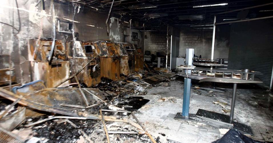 05.set.2012 - Um incêndio destruiu uma agência do Banco do Brasil em Santa Bárbara, na Bahia, nesta quarta-feira (05). A polícia suspeita que o incêndio tenha sido provocado durante uma tentativa de assalto à agência