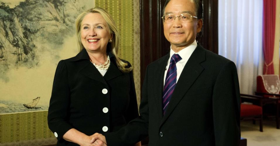 05.set.2012 ? A secretária de Estado americano, Hillary Clinton, se encontra com o primeiro-ministro chinês Wen Jiabao, em Beijing, nesta quarta-feira (5