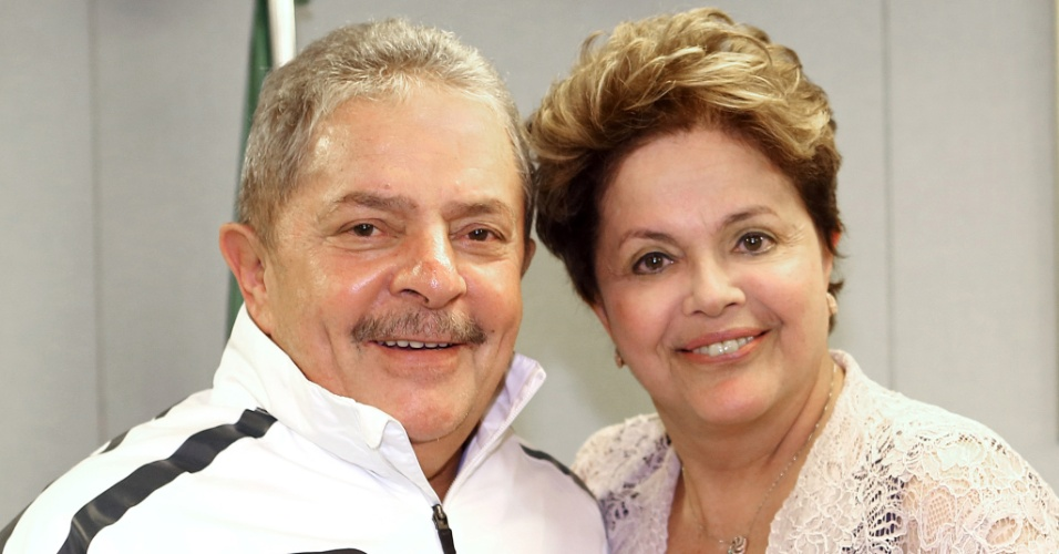 5.set.2012 - A presidente Dilma Rousseff se reuniu por mais de três horas com o ex-presidente Luiz Inácio Lula da Silva no escritório da Presidência da República, em São Paulo. Dilma saiu do local sem falar com a imprensa e sua assessoria não informou o teor da conversa