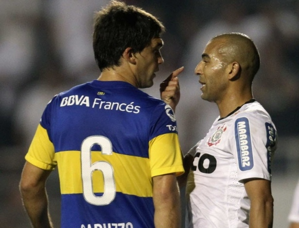 Emerson Sheik troca provocações com Matías Caruzzo na final da Libertadores