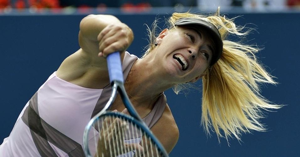 Maria Sharapova saca contra a francesa Marion Bartoli durante quartas de final do Aberto dos Estados Unidos