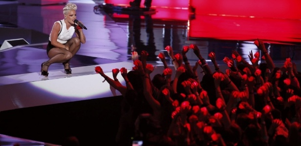 A cantora Pink durante apresentação no VMA 2012 (6/9/12)
