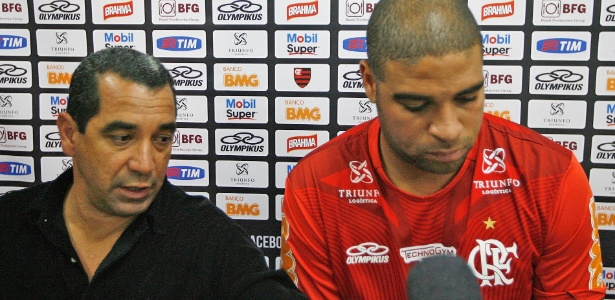 Por mensagem, Adriano (D) disse a Zinho (E) que não queria mais jogar futebol