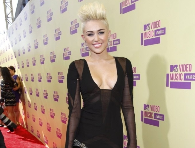 Com novo visual, Miley Cyrus participa do MTV Video Music Awards 2012  em  Los Angeles