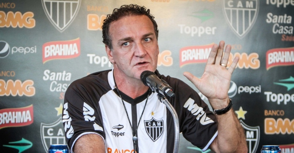 Cuca d entrevista na Cidade do Galo, nesta sexta-feira (7/9/2012)