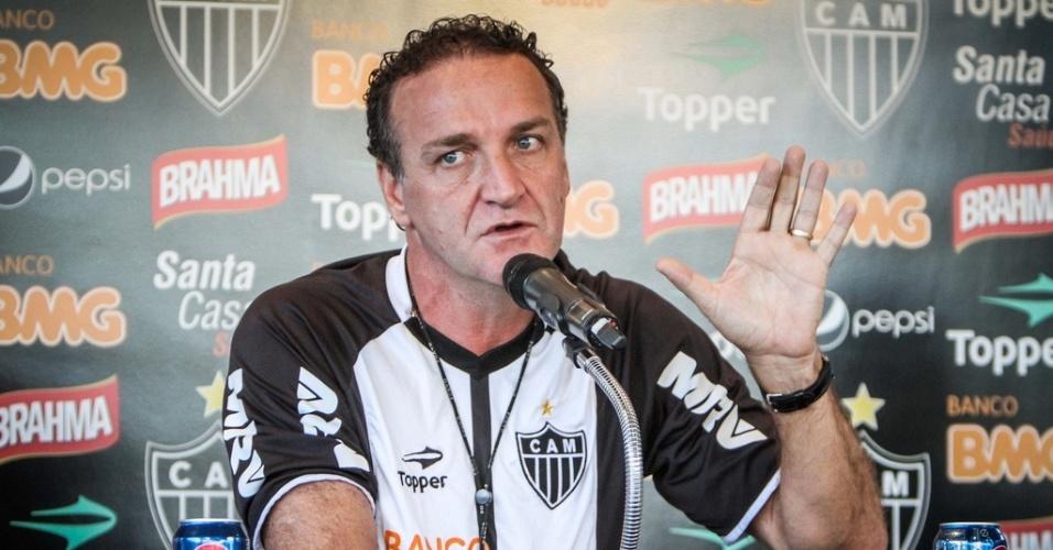 Cuca dá entrevista na Cidade do Galo, nesta sexta-feira (7/9/2012)