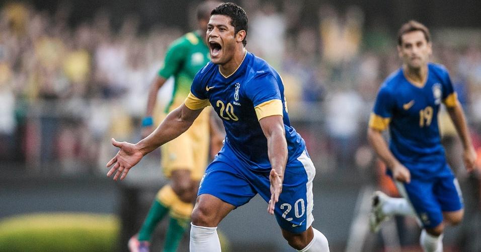 Hulk comemora após marcar o gol da seleção brasileira contra a África do Sul