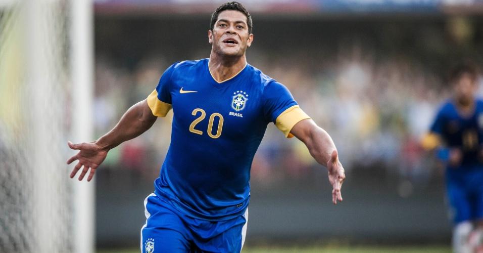 Hulk comemora após marcar o gol da vitória da seleção brasileira sobre a África do Sul