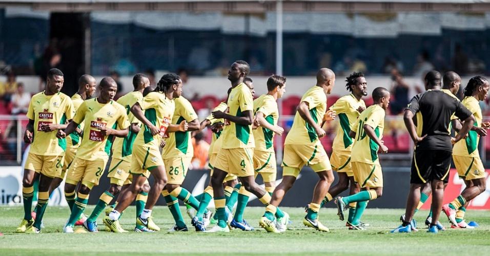 Jogadores da África do Sul fazem aquecimento para duelo contra o Brasil