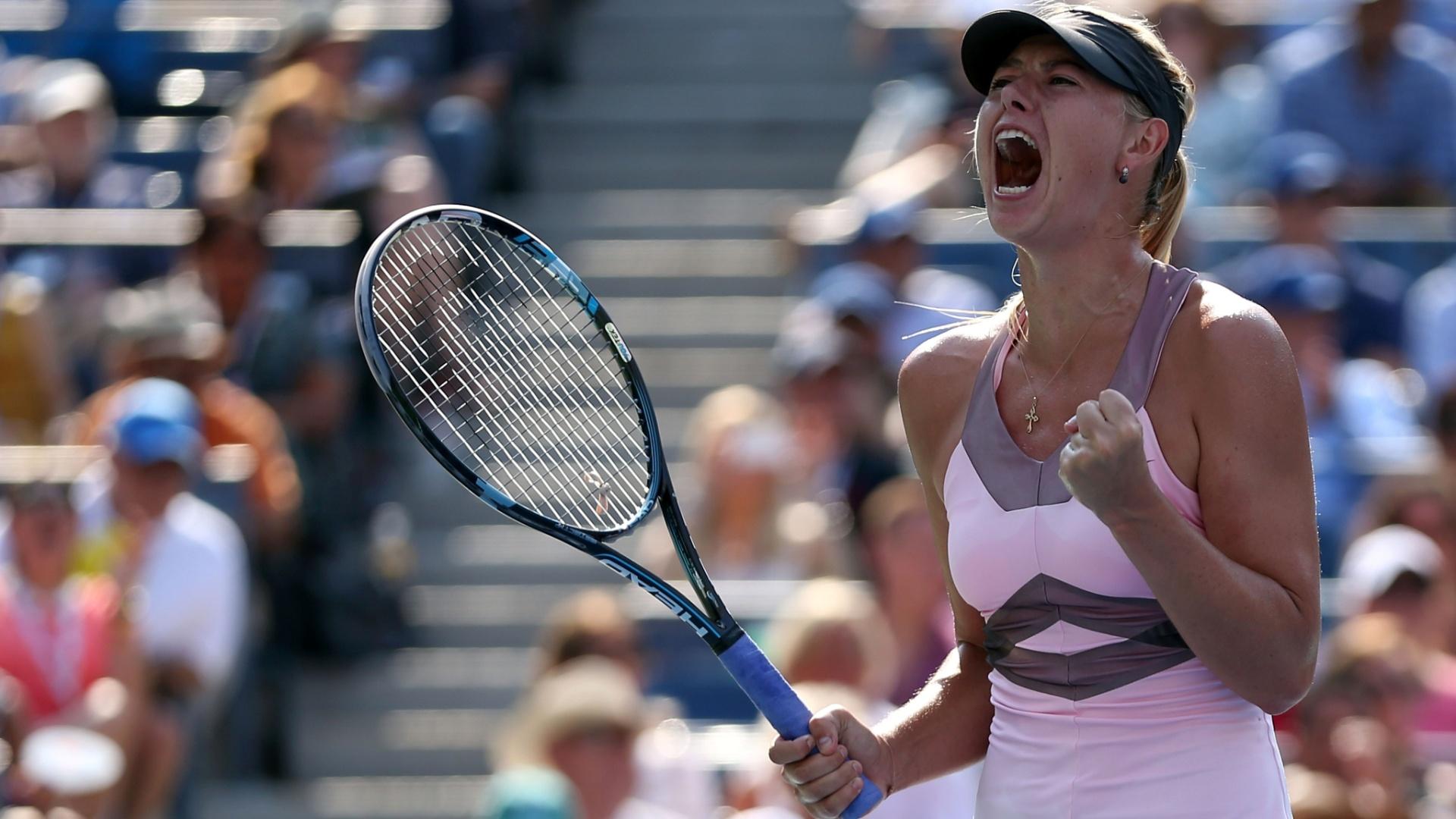 Maria Sharapova comemora ponto conquistado durante a semfinal do Aberto dos EUa contra Victoria Azarenka