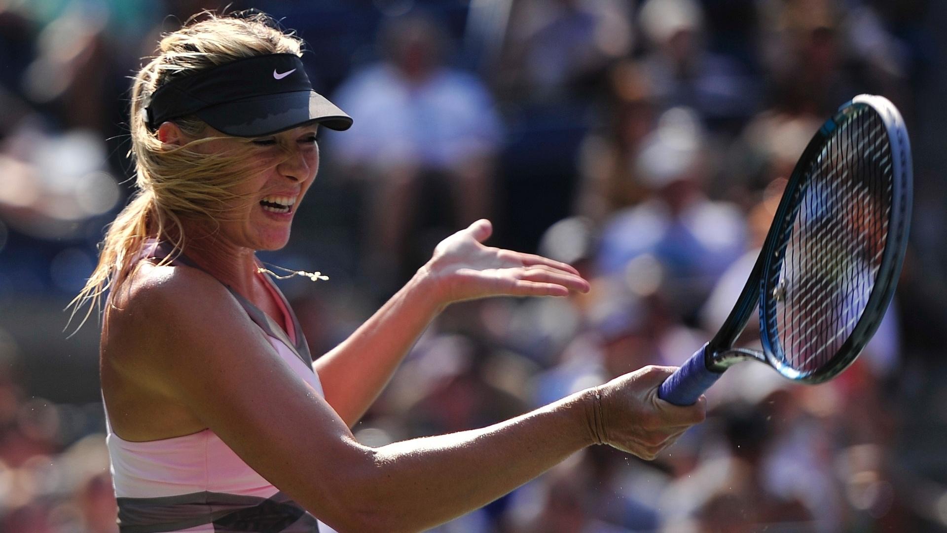 Maria Sharapova reclama durante a disputa da semifinal do Aberto dos EUA contra Victoria Azarenka