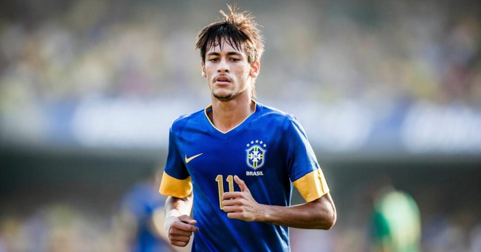 Neymar trota durante amistoso da seleção brasileira contra a África do Sul