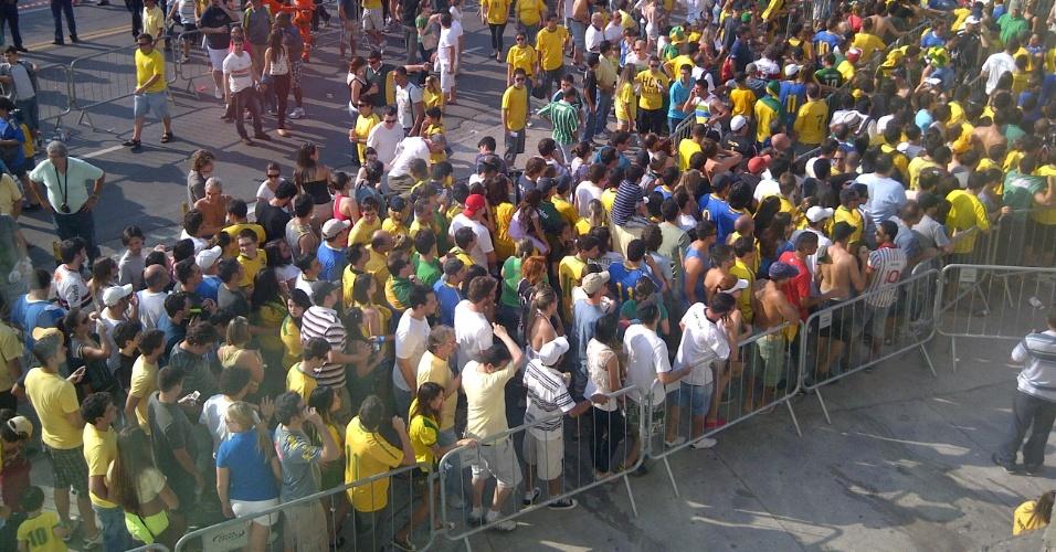 Problema com ingressos deixou centenas de torcedores do lado de fora com o jogo em andamento