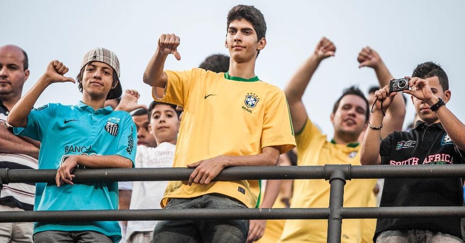 Torcedores não gostaram do desempenho da seleção brasileira contra a África do Sul