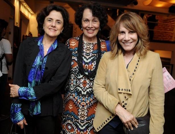 """Da esquerda para a direita: Marieta Severo, Analu Prestes e Renata Sorrah comparecem à estreia da peça """"Pinteresco"""", no Rio de Janeiro (7/9/12)"""