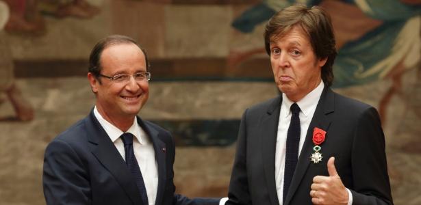 O ex-beatle Paul McCartney foi condecorado neste sábado pelo presidente da França