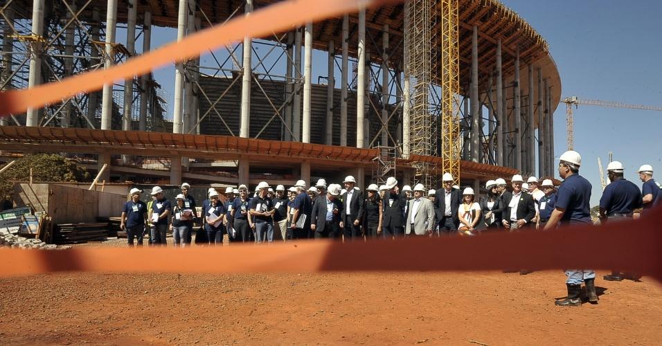 A comitiva do COL e da Fifa visitou as obras do Mané Garrincha, em Brasília