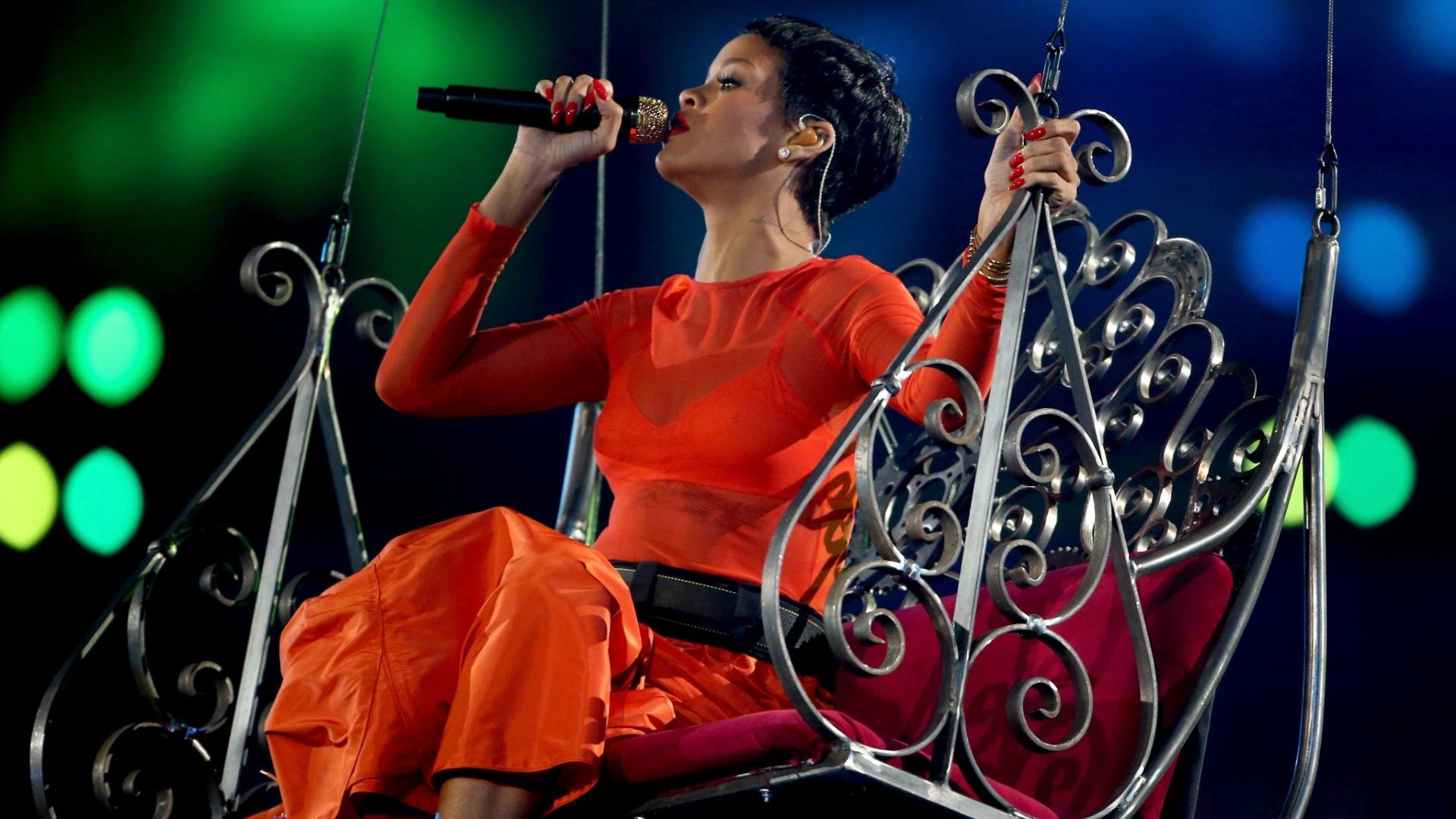 Cantora Rihanna durante apresentação na cerimônia de encerramento dos Jogos Paraolímpicos de Londres