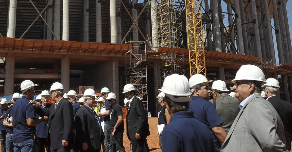 Comitiva da Fifa visitou as obras do estádio Mané Garrincha em Brasília para a Copa do Mundo