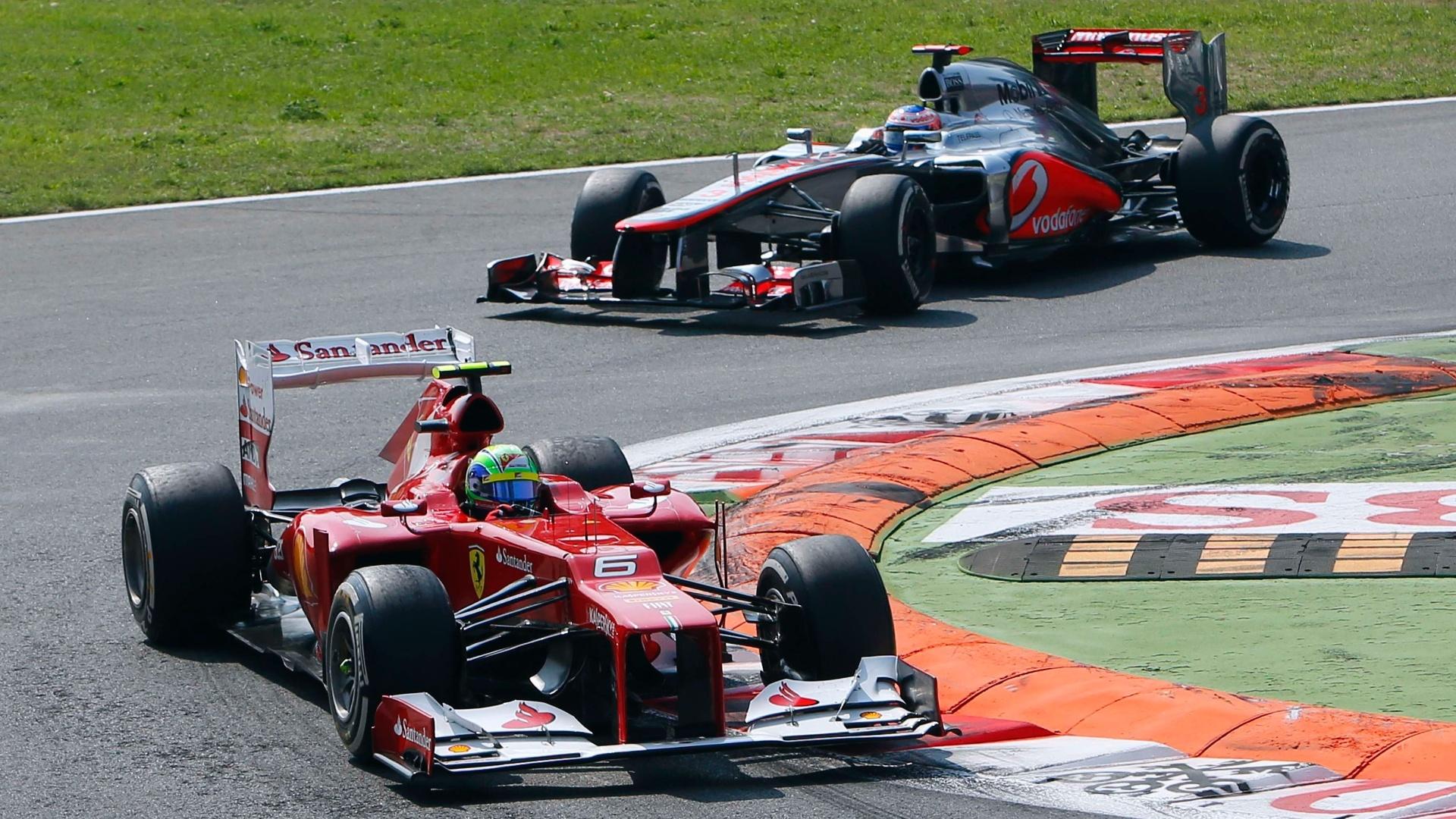 Felipe Massa defende posição em duelo contra Jenson Button no GP da Itália (09/09/12)