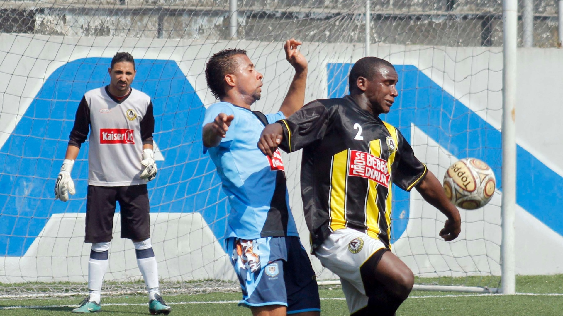Festpan (azul) e América empataram por 0 a 0 na abertura das quartas de final da Série B da Copa Kaiser