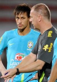 desgaste?: 'Lugar que o Neymar mais descansa é aqui', diz Mano