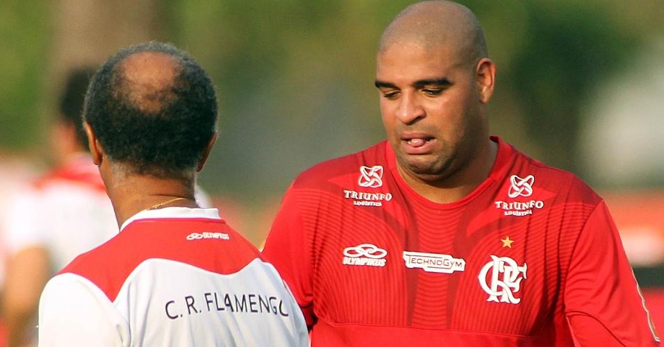 Observado por preparador físico, Adriano participa de treinamento do Flamengo
