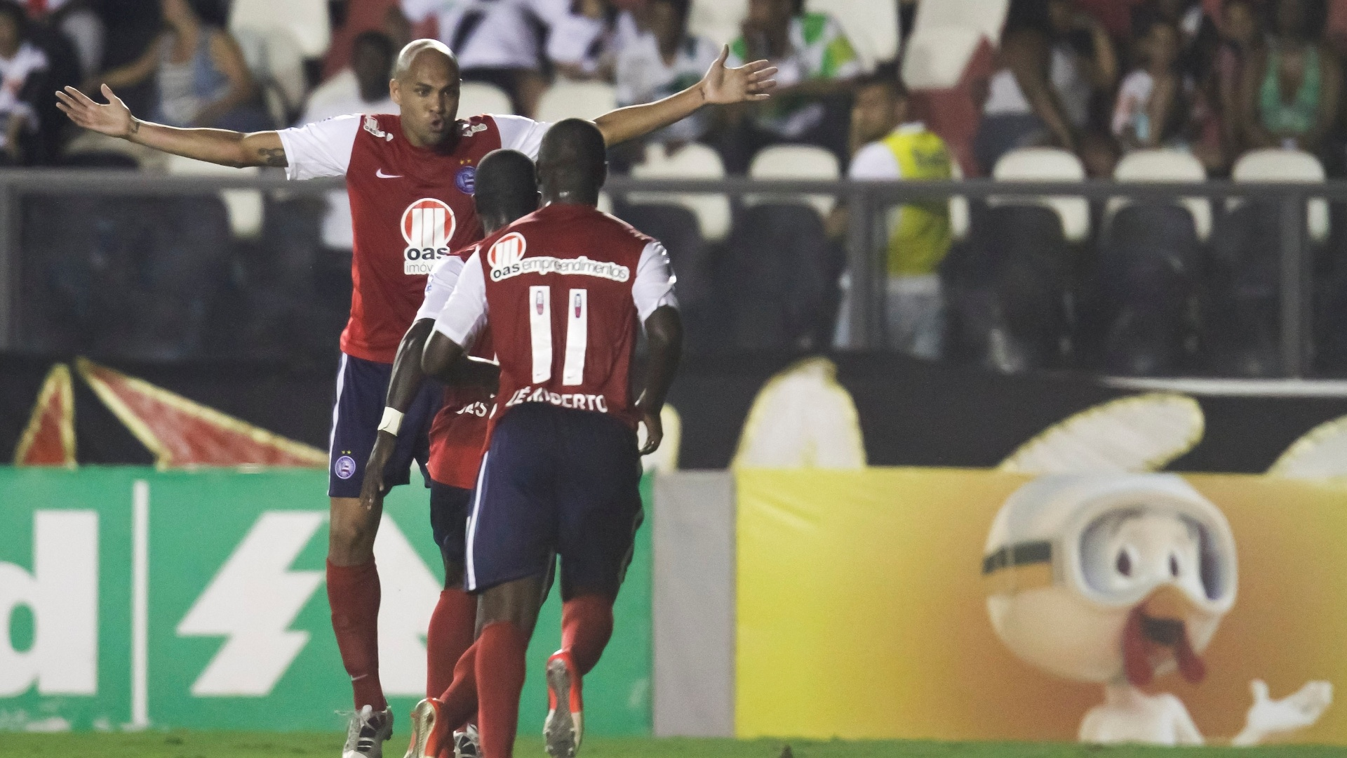 Souza comemora gol que abriu o placar para o Bahia em pleno São Januário