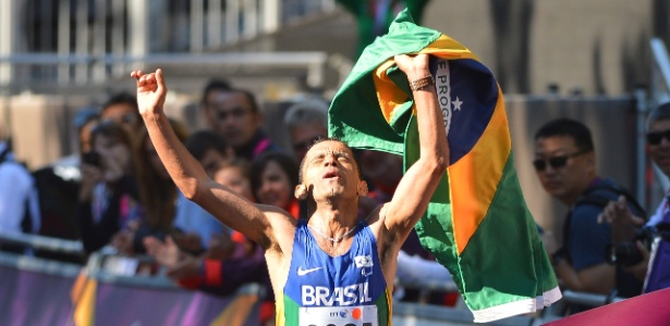 Tito Sena vence a maratona T46 dos Jogos Paraolímpicos de Londres e leva o ouro
