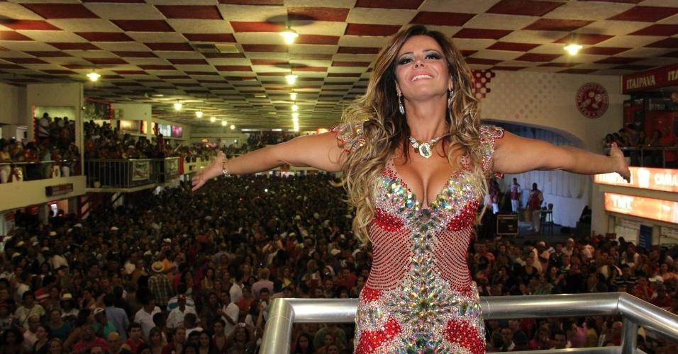 Viviane Araújo foi homenageada na quadra da escola de samba Salgueiro
