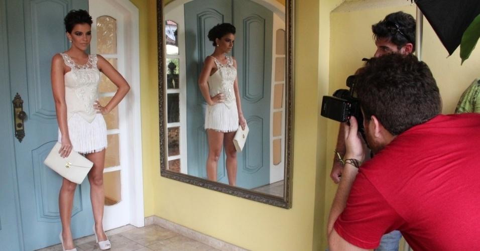 A atriz Mariana Rios posa como garota propaganda de uma grife paranaense (10/9/12)