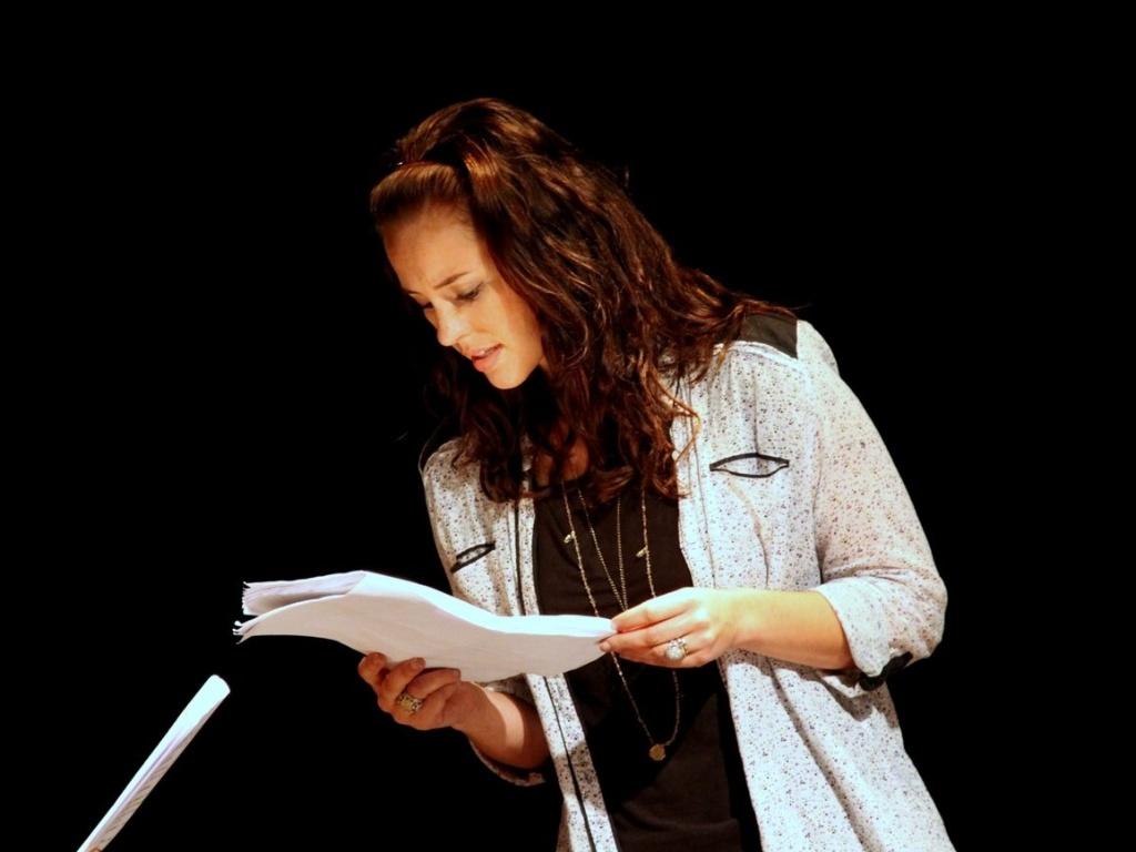 A atriz Paola Oliveira participou nesta segunda-feira (10) da leitura dramatizada do texto