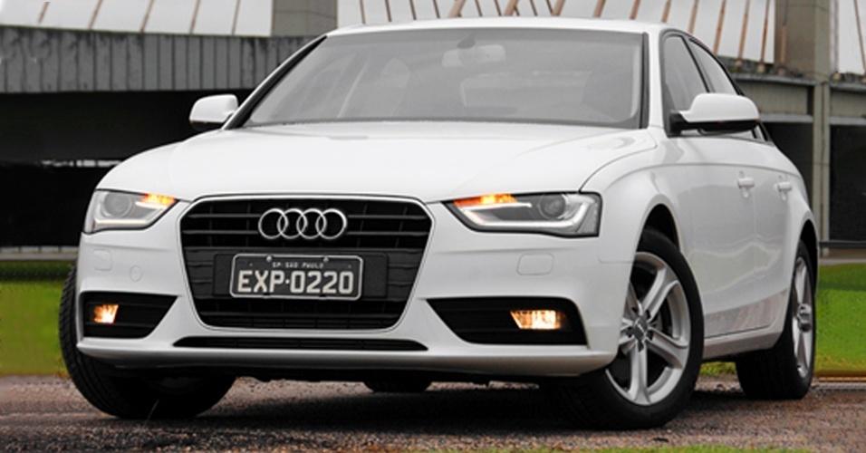 Deu azar, destruiu a frente de um Audi A4 no muro e não tem ajuda do seguro? Prepara-se para gastar R$ 32.688,32 com faróis, grade, frisos, faróis de neblina e parachoque, além do logo da marca