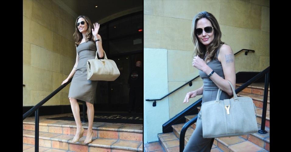 Angelina Jolie é dona de um estilo clássico, elegante e discreto. Para cominar com seu vestido bege básico, a atriz escolheu a bolsa