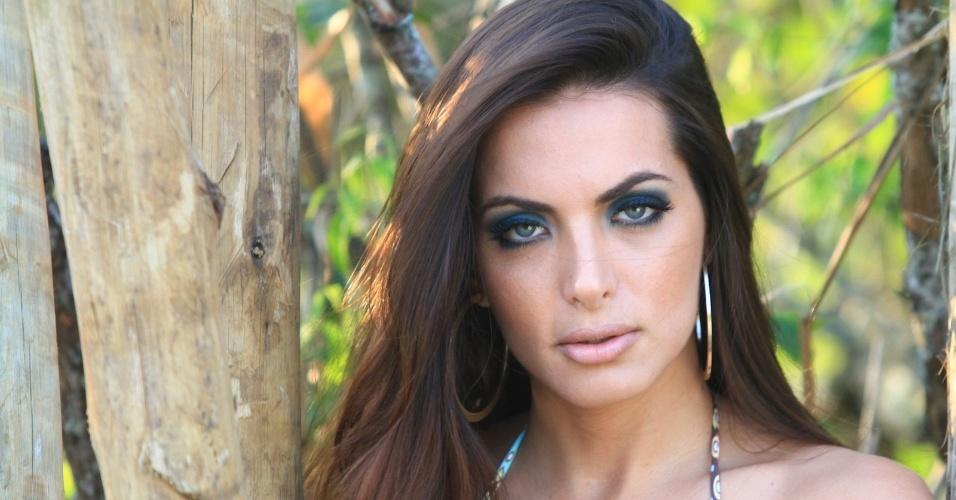 """Carla Prata, assistente de palco do programa """"Domingão do Faustão"""", fez um ensaio de biquíni na praia do Grumari, zona oeste do Rio (10/9/12)"""