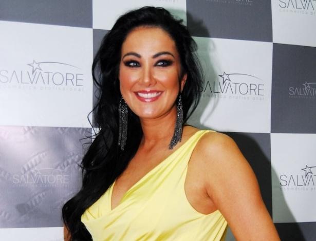 Helen Ganzarolli prestigiou o terceiro dia da Beauty Fair, em São