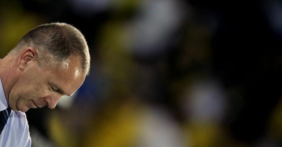 Mano Menezes, técnico da seleção brasileira, se prepara para o amistoso Brasil x China, em Recife (10/09/2012)