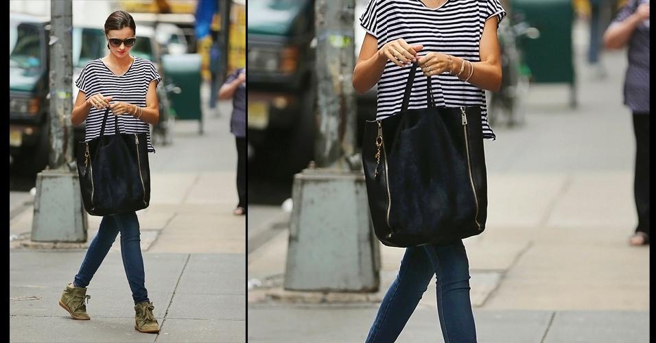 O estilo prático da top Miranda Kerr combina com a bolsa grande e   quadrada da Celine. O modelo chamado de