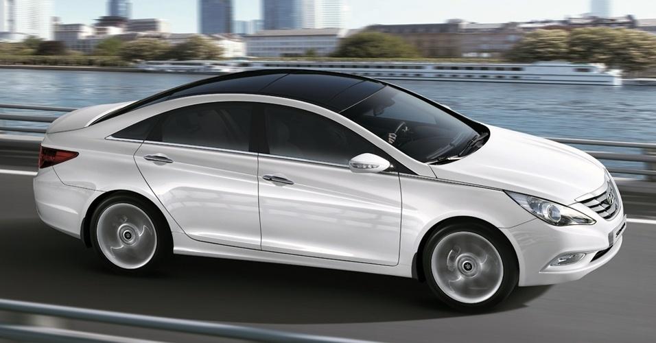 O teto solar panorâmico duplo do Hyundai Sonata é um item de série do modelo, mas conforme apurado por UOL Carros com concessionários da marca, o equipamento vale cerca de R$ 8 mil