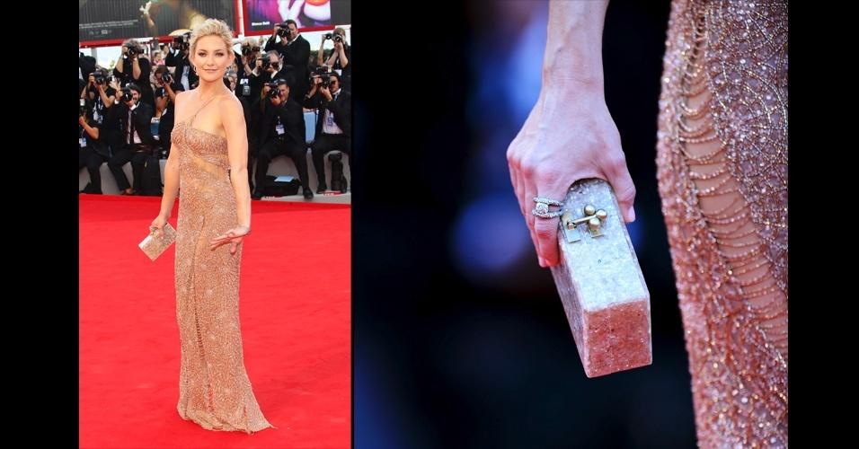 Para combinar com o vestido nude todo bordado. A atriz Kate Hudson escolheu uma clutch Edie Parker que, por causa do seu   brilho, se assemelha ao vestido