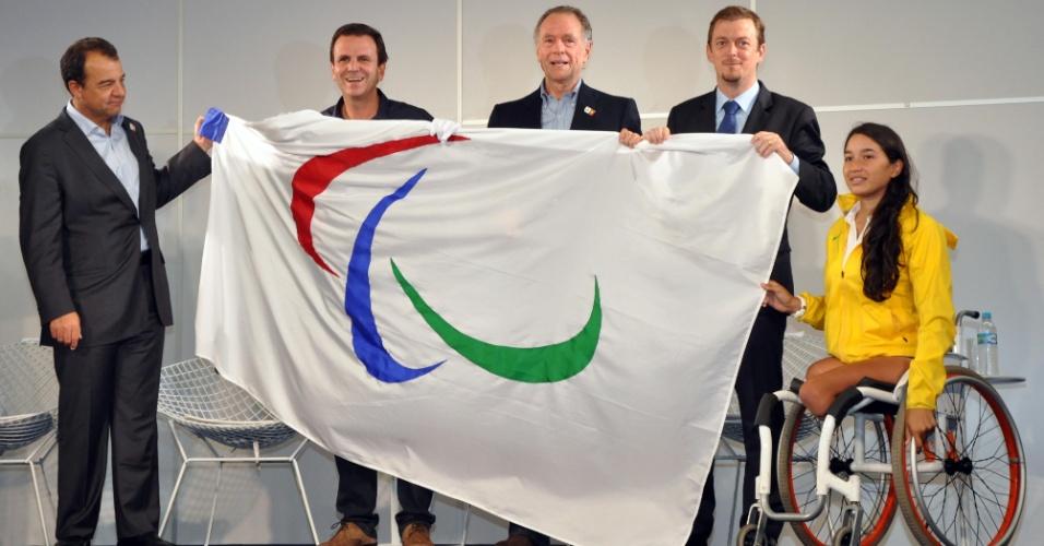 Sérgio Cabral, Eduardo Paes, Carlos Arthur Nuzman, Andrew Parsons e Natália Mayara participaram da apresentação da bandeira paraolímpica no Rio de Janeiro