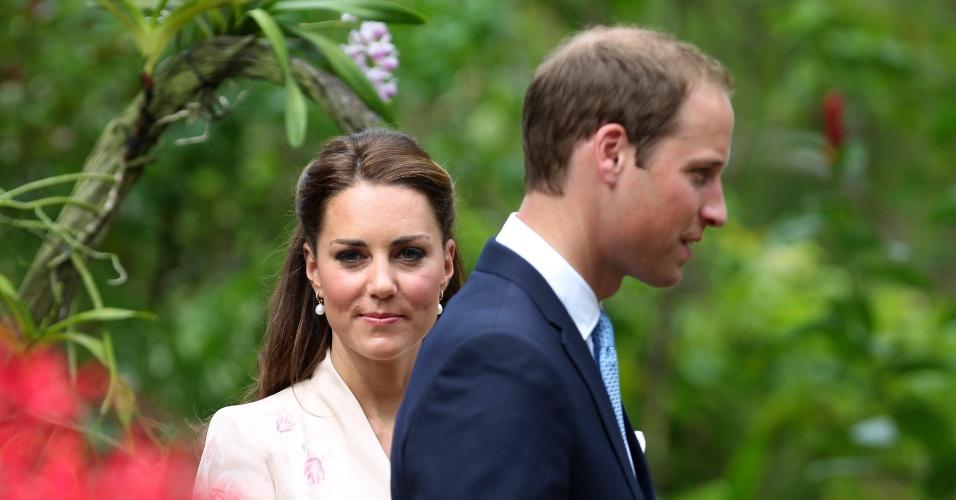 11.set.2012 - O príncipe William e a duquesa de Cambridge Kate Middleton, visitam nesta terça-feira (11) o jardim das orquídeas, no Jardim Botânico de Cingapura. O casal real faz uma visita de dez dias pelo sudeste asiático em nome da rainha Elizabeth 2ª