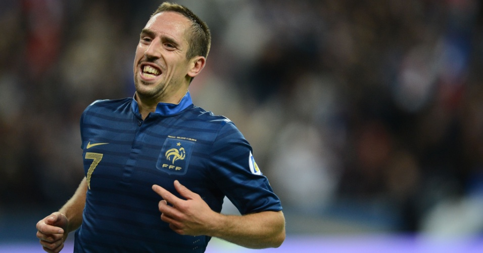 Atacante Franck Ribery comemora ap&#243;s marcar pela Fran&#231;a contra Belarus
