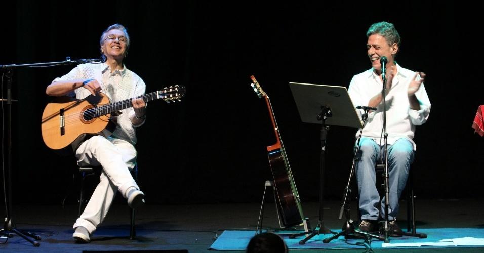 Caetano Veloso e Chico Buarque se apresentam no show