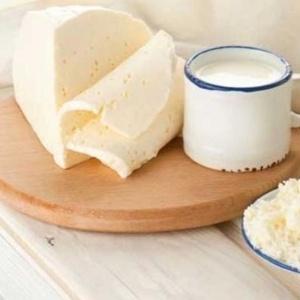 """O especialista diz que é preciso diferenciar as chamadas """"gorduras trans"""" (encontradas em fast food, produtos de confeitaria e margarina), que são prejudiciais, e as gorduras do leite, do queijo e da carne, que não são ruins para a saúde"""