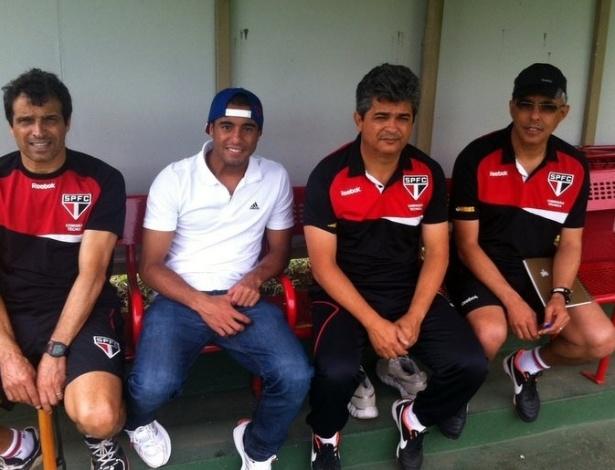 Lucas comparece de boné e tênis ao treino do São Paulo