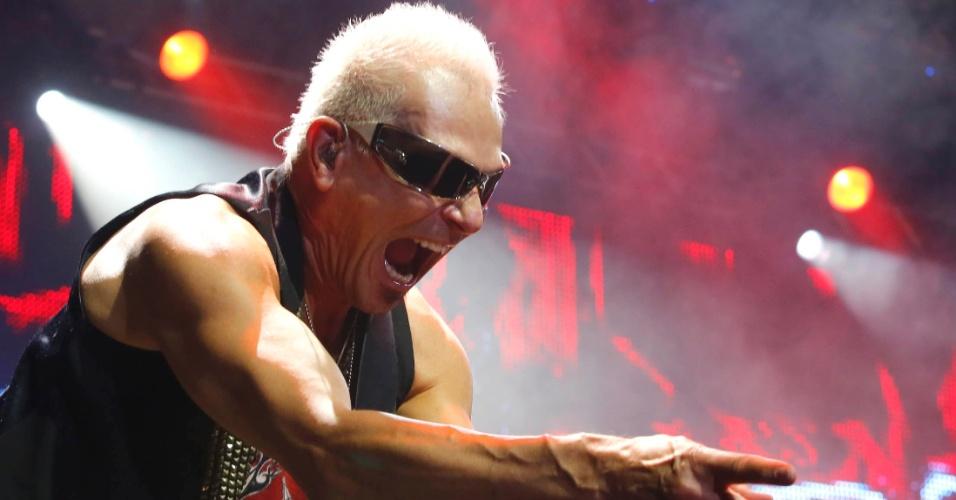 O guitarrista Rudolf Schenker se apresenta no show do Scorpions em Belo Horizonte (11/9/12)