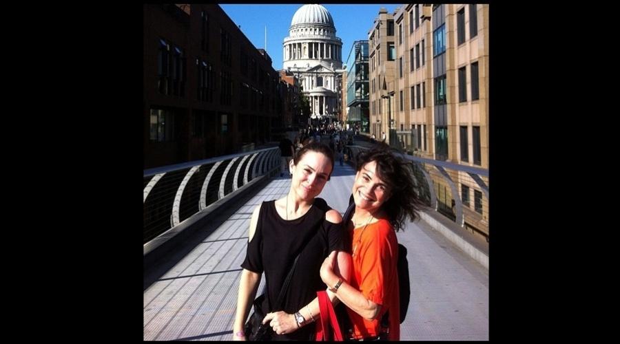 Regina Duarte divulgou em sua página do Instagram uma foto ao lado da filha, a atriz Gabriela Duarte (11/9/12)