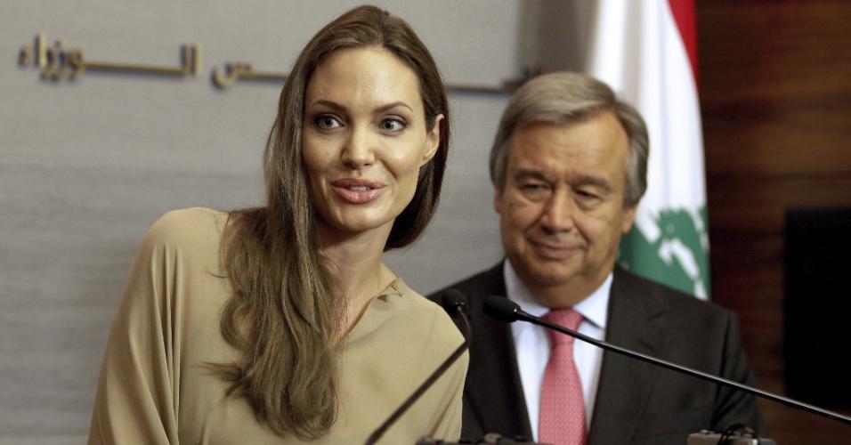 12.set.2012 - A atriz norte-americana Angelina Jolie e o Alto Comissário da ONU para os refugiados, Antonio Guterres, se reúnem nesta quarta-feira (12) com o primeiro-ministro libanês, Najib Mikati, em Beirute, no Líbano. Angelina é enviada especial para trabalhar em grandes crises humanitárias e deslocamentos em massa de civis da Agência das Nações Unidas para Refugiados